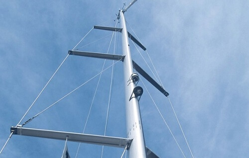 sailboat mast and rigging